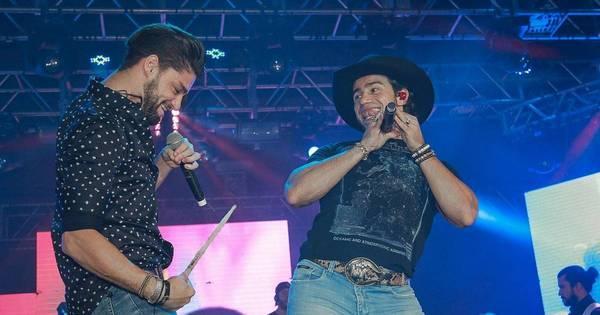 Munhoz e Mariano sensualizam em festival sertanejo - Fotos - R7 Pop