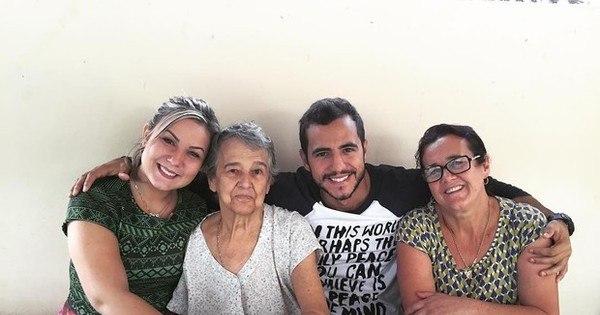 Matheus leva Cacau para conhecer mãe e avó - Entretenimento ...