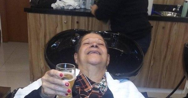 """Dona Geralda, do BBB 16, tem """"dia de princesa"""" com direito a ..."""