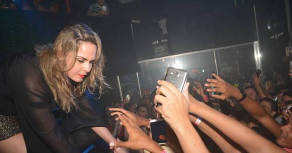 Uh, olha ela! Fãs em Recife bebem, dançam e gritam com Ana ...