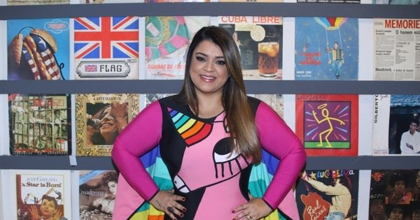Preta Gil chama a atenção com maiô colorido em show. Veja fotos ...