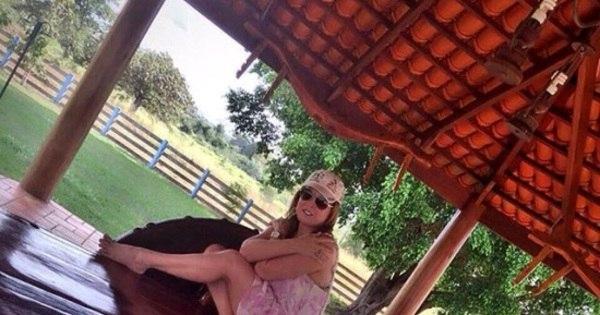 Zilu Camargo relaxa na fazenda da família, no interior de Goiás ...