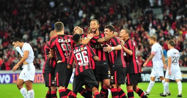 Atlético- PR supera Figueirense e vence a primeira no Campeonato ...