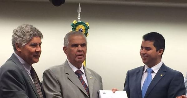 Relatório que pode pedir cassação de Cunha é entregue e será lido ...