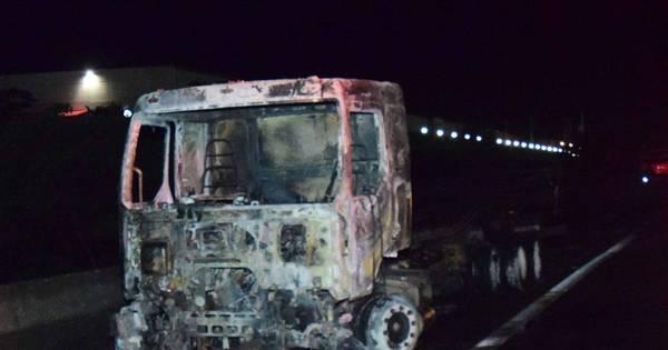 Quadrilha interdita rodovia e ataca carros-fortes em Campinas ...