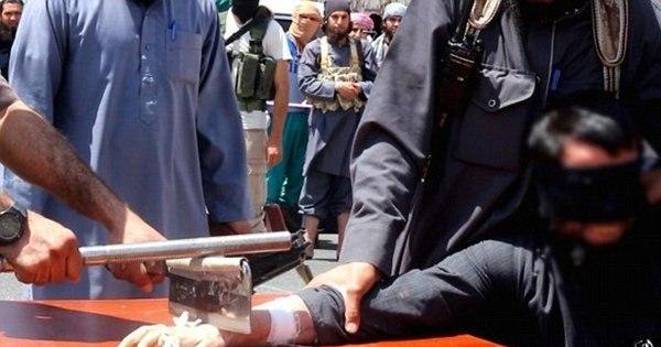 Tribunal terrorista: Estado Islâmico decepa mão de suposto ladrão e ...