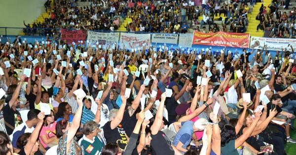Professores da rede estadual decidem manter greve - Notícias - R7 ...