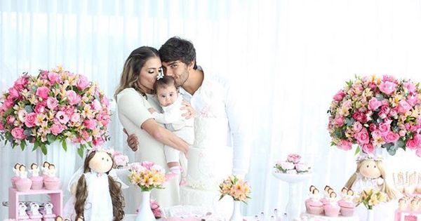 """Deborah Secco batiza Maria Flor: """"Seis meses de amor ..."""