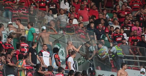 Briga de torcidas marca jogo entre Flamengo e Palmeiras em Brasília