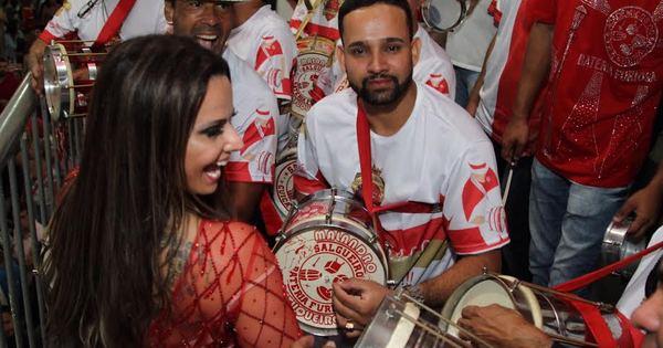 Rainha de bateria do Salgueiro, Viviane Araujo cai no samba no ...