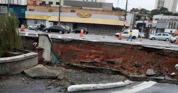 Chuva abre cratera em avenida da zona sul de São Paulo - Notícias ...