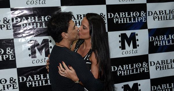 É o amor! Zezé Di Camargo e Graciele Lacerda beijam muito em ...