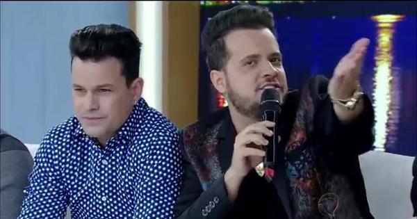 Após sofrer ofensas na internet, cantor Frederico revela deficiência ...