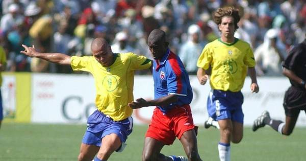 Em 2004, Brasil e Haiti se enfrentaram em jogo 'pela paz' - Esportes ...