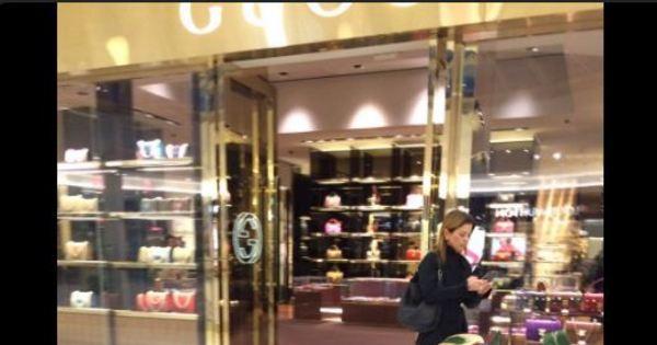 Mulher de Cunha passeia em shopping de luxo de Brasília ...
