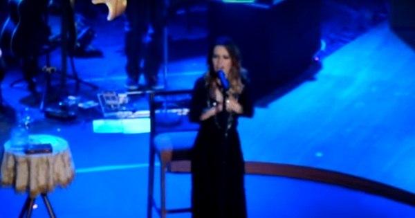 Sandy canta música dos Power Rangers em show; assista ...