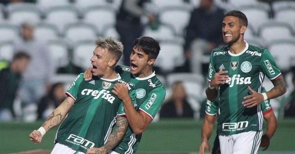 Palmeiras sofre empate no fim, mas assume liderança do ...