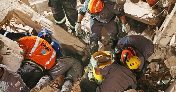 Bombeiros encontram corpo de mulher soterrada em desabamento ...
