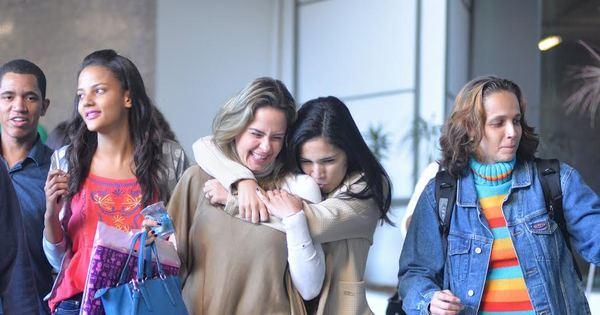 Ex-BBB Ana Paula é rodeada por fãs em aeroporto - Fotos - R7 ...