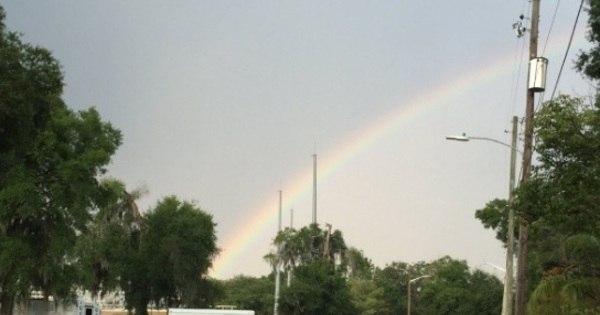 """Arco-íris """"nasce"""" de boate Pulse dois dias após massacre - Notícias ..."""