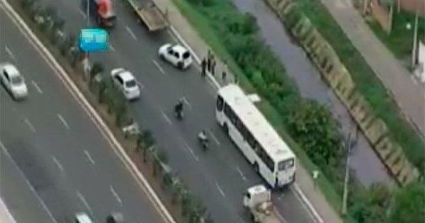 Acidente envolvendo ônibus e dois carros deixa um ferido em ...