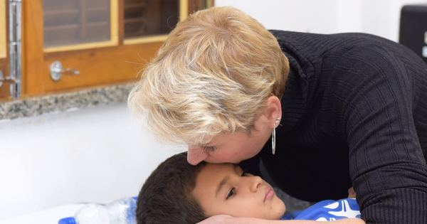 Xuxa se consulta com oftalmologistas e acompanha exames em dia ...