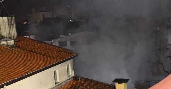 Incêndio destrói parte de casa em Cidade Ademar - Notícias - R7 ...