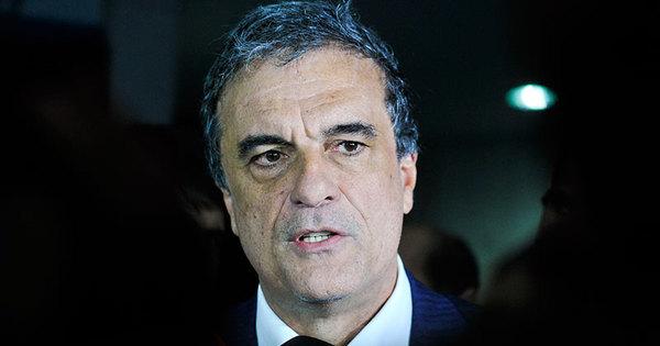 Cardozo entrega defesa de Dilma e presidente afastada será ...