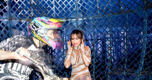 Sabrina Sato se apresenta em circo e encara o globo da morte ...