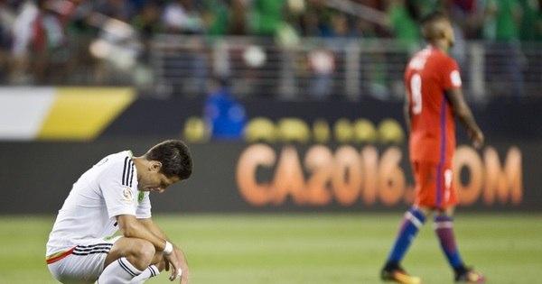 Jogadores do México apoiam técnico Osorio após goleada por 7 a 0 ...