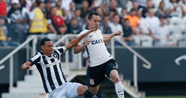 Corinthians vence Botafogo e retorna ao G-4 no Brasileiro ...