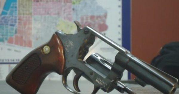 Comércio de armas avança no Facebook sem controle - Notícias ...