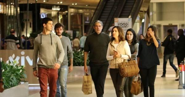 Fátima Bernardes e William Bonner vão ao shopping com os filhos ...
