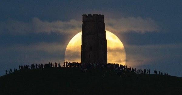 """Espetáculo da """"Lua de Morango"""" marca início do verão no ..."""