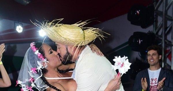 Belo e Gracyanne renovam votos de casamento em festa junina ...