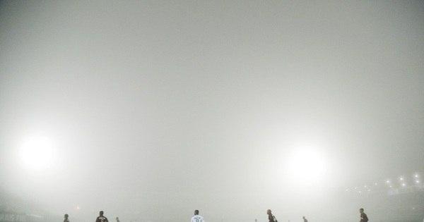 Forte neblina interrompe jogo entre Chapecoense e Atlético-PR ...