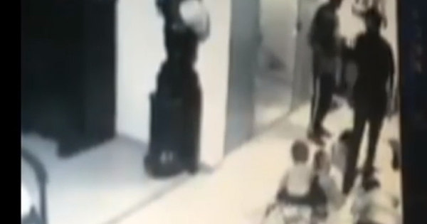 Com o filho nas costas, modelo leva tiro na cabeça e sobrevive ...