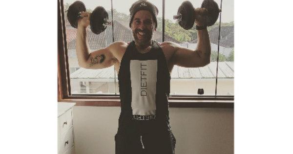 Após emagrecer 62 quilos, Leandro Hassum exibe músculos nas ...