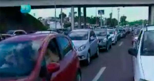 Acidente e congestionamento complicam trânsito na BR-324 ...