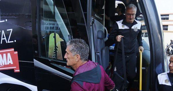 Santos e São Paulo chegam no mesmo ônibus para Clássico da Paz