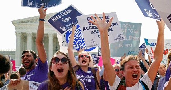 Suprema Corte dos EUA derruba lei de aborto restritiva do Texas ...