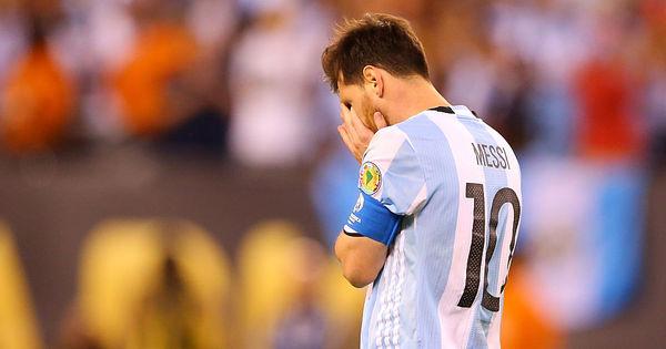 Maradona pede para Messi seguir na seleção e diz que craque foi ...