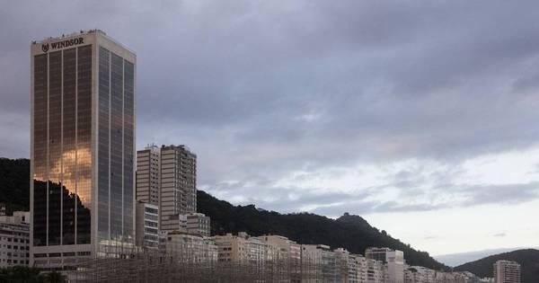 Corpo esquartejado é encontrado na praia de Copacabana perto de ...