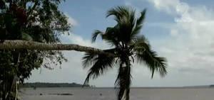 Praias surpreendem turistas e esportivas com cenários inusitados