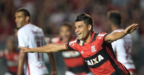 Flamengo domina o Internacional, vence e cola no G-4 - Esportes ...