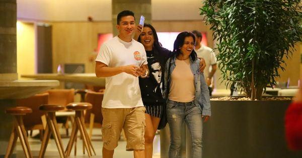 Cadê o namorado? Anitta curte programa em família no Rio de ...