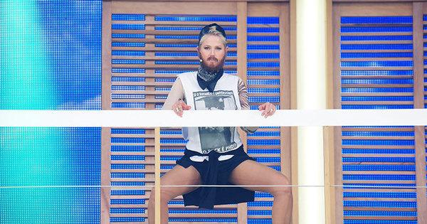 De barba, Xuxa vai imitar professor de dança e sensualizar ao som ...