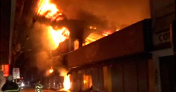 Incêndio atinge quatro lojas no centro comercial de Feira de Santana