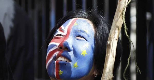 Milhares vão às ruas de Londres para protestar contra a saída do ...