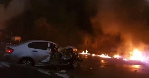Vídeo mostra como ficou rodovia após explosão de caminhão no ...